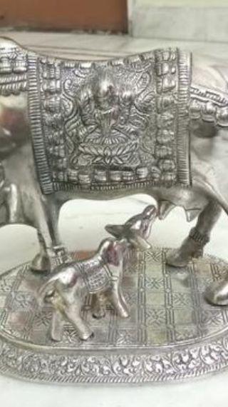 जन्माष्टमी पर बाल गोपाल की पूजा में गौमाता की मूर्ति और भोग में तुलसी के पत्ते जरूर रखें, कृं कृष्णाय नम: मंत्र का जाप