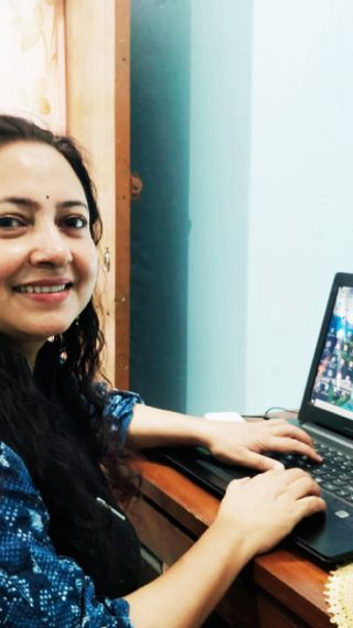 फैशन इंडस्ट्री की नौकरी छोड़कर गाय का देसी घी और कुकीज का बिजनेस शुरू किया, पहले ही साल 24 लाख रु का टर्नओवर हुआ, 15 महिलाओं को रोजगार भी दिया - ओरिजिनल - Dainik Bhaskar
