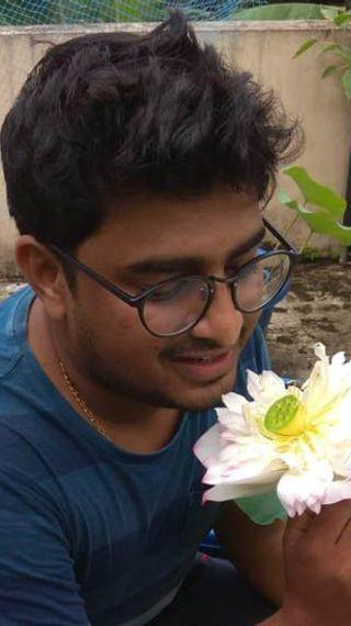 कतर में लाखों की सैलरी छोड़ छत पर कमल उगाना शुरू किया, आज विदेशों से मिल रहे ऑर्डर - ओरिजिनल - Dainik Bhaskar