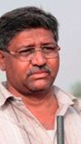 कंडक्टर की नौकरी छोड़ कपड़े का बिजनेस शुरू किया; घाटा हुआ तो मकई खा कर रहना पड़ा, अब उसी मकई की खेती से 10 लाख सालाना कमा रहे - ओरिजिनल - Dainik Bhaskar