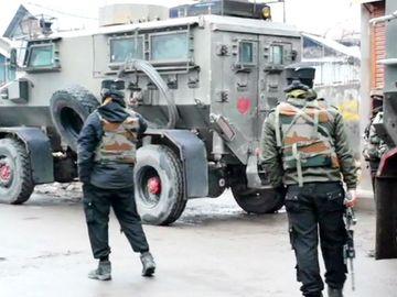 जम्मू-कश्मीर में एनकाउंटर श्रीनगर के नौगांव में सुरक्षाबलों ने एक आतंकी को मार गिराया; ग्रनेड समेत भारी गोला बारूद बरामद देश,National - Dainik Bhaskar