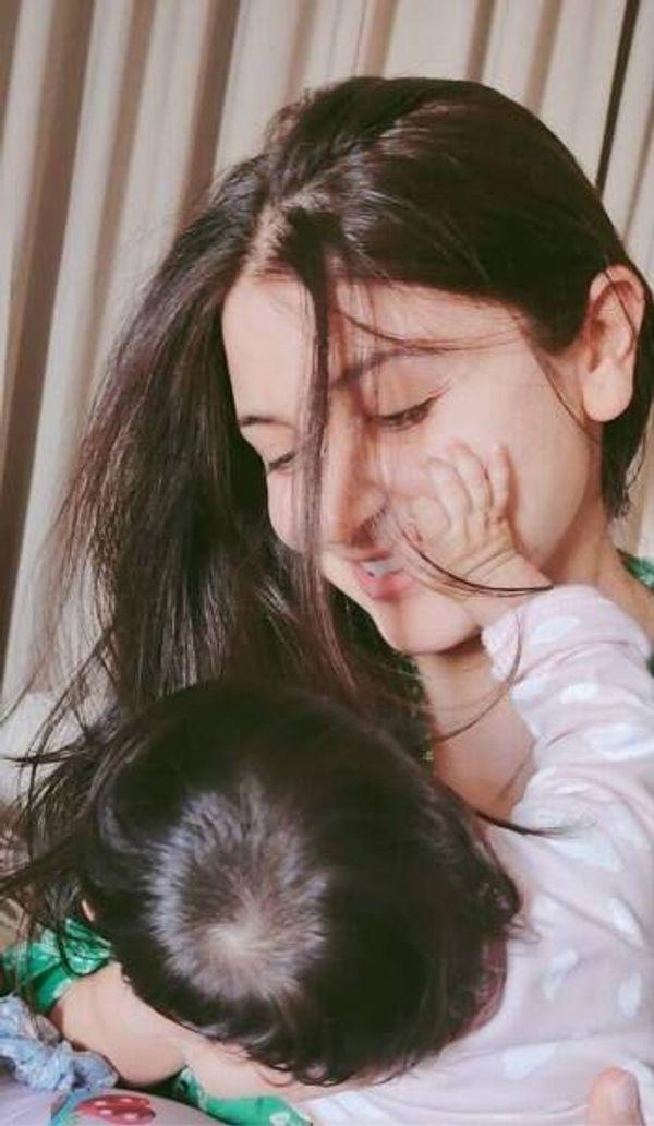 बेटी वामिका के साथ अनुष्का शर्मा।