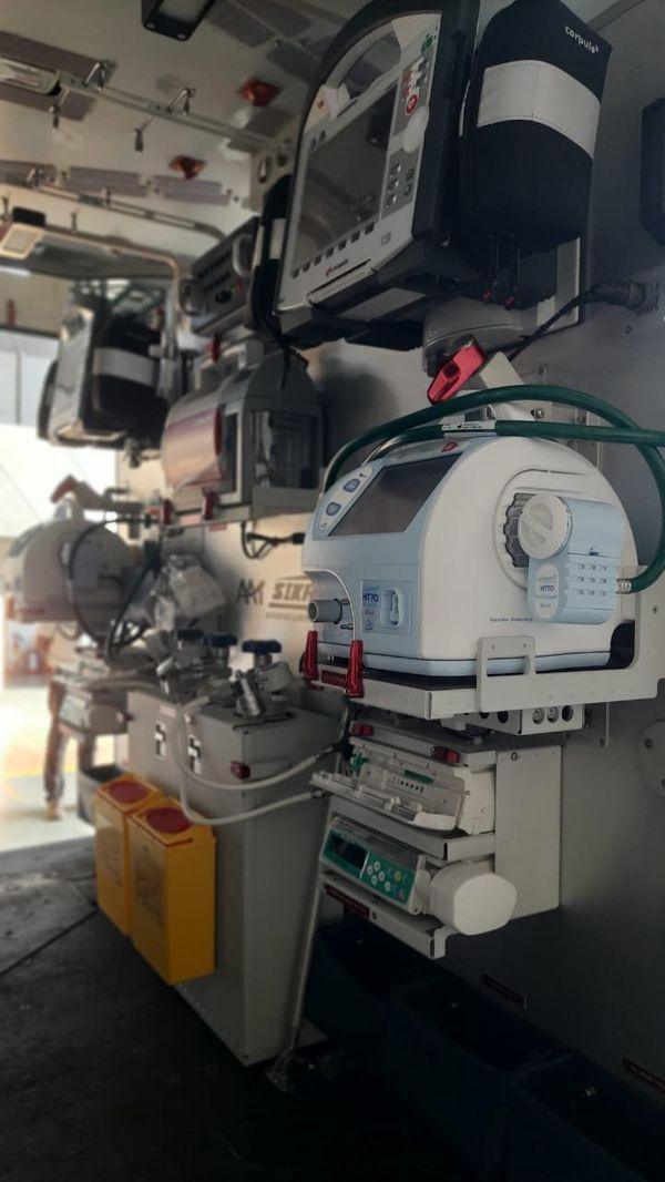 इस एयरक्राफ्ट में इमरजेंसी की सभी जरूरी मेडिकल सुविधाएं उपलब्ध हैं।