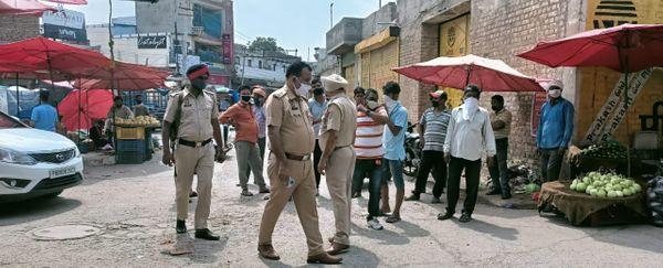 मंडी बंद करवाने के लिए पहुंची पुलिस