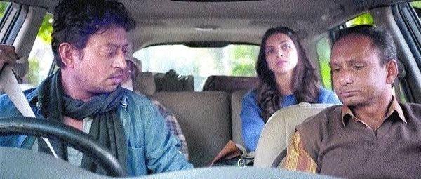शूटिंग के दौरान कार में दीपिका पादुकोण, इरफान खान और बालेन्द्र सिंह