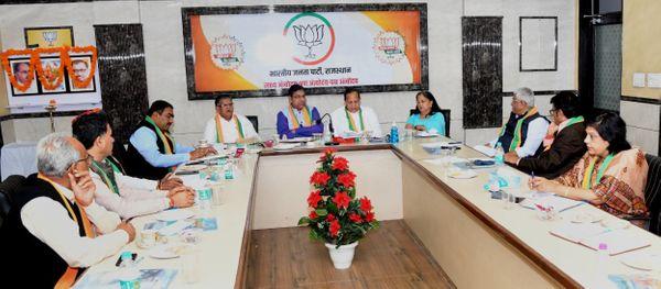 भाजपा प्रदेश कार्यालय में हुई कोर ग्रुप की बैठक में वसुंधरा राजे भी शामिल हुईं