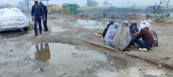 दो दिन से बारिश के कारण किसानों की मुश्किलें बढ़ी।