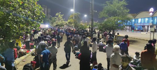 There is a huge crowd in front of the LTT station, which lacks social distancing.  People worry about reaching a safer home than fearing Corona.