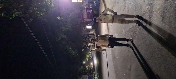 શહેરના ખંભાળિયા ગેટ પાસે કરફ્યુ પોલીસ દ્વારા કડક અમલવારી