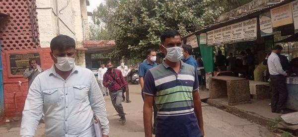40 हजार रुपए रिश्वत लेने के मामले में ट्रेप कार्रवाई के दौरान इटावा थाने से फरार हुए एएसआई रणवीर सिंह को एसीबी ने गिरफ्तार कर कोर्ट में पेश किया