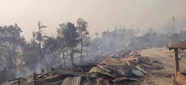 जंगल से लगे कुछ रिहायशी क्षेत्र भी आग की चपेट में आए।