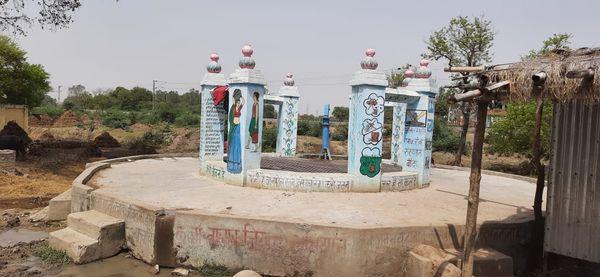 गांव से 2 किमी दूर बना कुआं। जहां आसपास के लोग पानी का इस्तेमाल करते हैं।