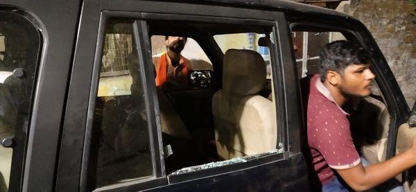केंद्रीय जलशक्ति मंत्री गजेंद्र सिंह शेखावत के काफिले पर दक्षिण कोलकाता के चेतला इलाके में हमला किया गया।