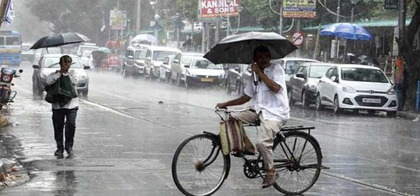 આગામી 24 કલાકમાં કેરળ, તામિલનાડુ અને કર્ણાટકમાં ભારે વરસાદ પડી શકે છે.