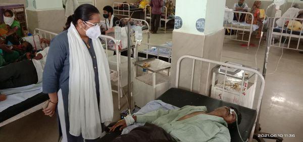 अस्पताल में हाल जानने पहुंची थीं डीपीसी सोनम जैन।