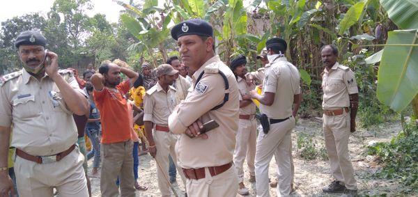 पुलिस के मुताबिक घर मंजूर अली का था, उसके बच्चे दिलबर की भी हादसे में मौत हो गई।