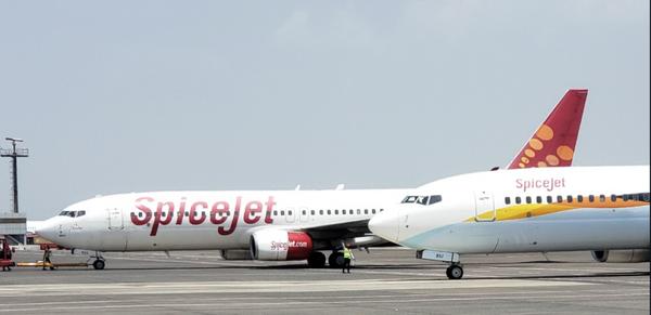 राकेश झुनझुनवाला के पास स्पाइसजेट और जेट एयरवेज की 1-1% हिस्सेदारी है।