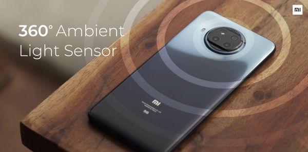इसमें स्मार्ट आई प्रोटेक्शन फीचर्स जैसे रीडिंग मोड 3.0, सनलाइट डिस्प्ले 3.0 और टीयूवी रेहनलैंड सर्टिफिकेशन मिलते हैं।