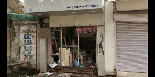 उपद्रवी दुकान का शटर तोड़कर भी सामान लूट ले गए।