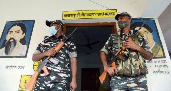 पश्चिम बंगाल चुनाव में नंदीग्राम की जिन सीटों को संवेदनशील घोषित किया गया है, वहां सुरक्षाकर्मियों की तैनाती की गई है।