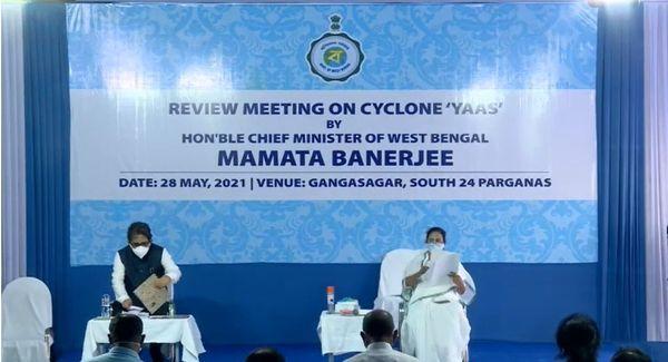 प्रधानमंत्री यास तूफान से हुए नुकसान की समीक्षा करने 28 मई को बंगाल गए थे। बैठक में ममता बनर्जी और अलपन को भी पहुंचना था, लेकिन वो नहीं गए। दोनों साउथ 24 परगना में एक दूसरी समीक्षा बैठक कर रहे थे।