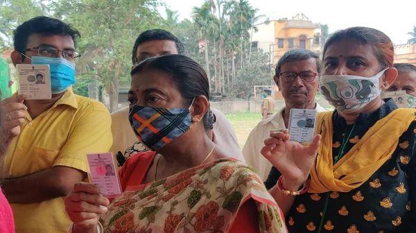 બંગાળના 5 જિલ્લાની 44 બેઠક પર 373 ઉમેદવારો મેદાનમાં છે.