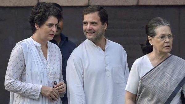 महत्वपूर्ण सीटों पर राहुल के साथ ही सोनिया और प्रियंका की चुनावी सभाओं का कार्यक्रम भी रखा जा रहा है।