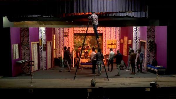 गुजरात सरकार ने डायरेक्टर्स को 50% दर्शकों के साथ काम करने की इजाजत दी है।