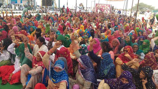 महिला दिवस पर किसान आंदोलन के नेतृत्व की जिम्मेदारी महिलाओं ने ही संभाली।