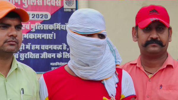 लूट के मुख्य आरोपी विष्णु शर्मा को बापर्दा मीडिया के सामने पेश किया गया।