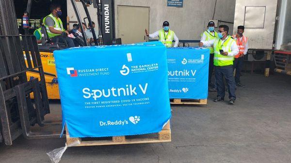स्पुतनिक V का प्रोडक्शन अभी देश में शुरू नहीं हुआ है। रूस से आई पहली खेप के आधार पर 14 मई को स्पुतनिक वी का पहला डोज भारत में लगाया गया।