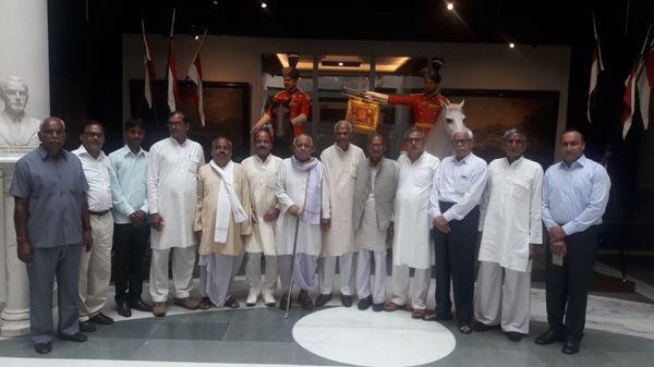राष्ट्रपति भवन में उनके बचपन के दोस्त और परौंख के लोग