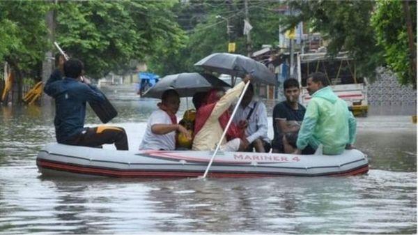 1 अक्टूबर 2019 की बारिश की तस्वीर। पटना में भारी बारिश से सिटी में चलने लगी थी नाव।