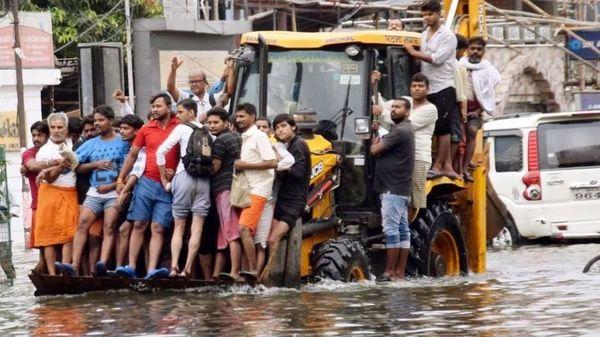 2019 के बारिश की तस्वीर, लोगों को घरों से JCB से निकालना पड़ा था।