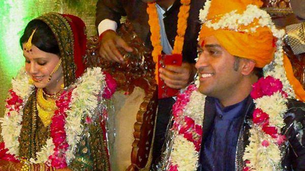 साक्षी और धोनी ने 2010 में देहरादून में शादी की थी।