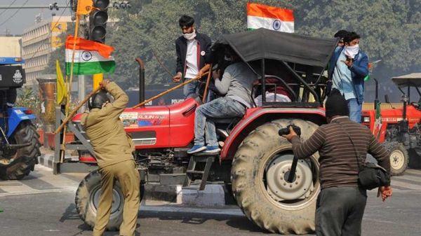 રાજધાની દિલ્હીમાં પોલીસે ખેડૂતો પર લાઠીચાર્જ કર્યો.