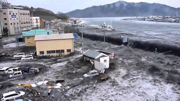 વર્ષ 2011માં આવેલ સુનામીના કારણે જાપાનમાં ઘણા શહેરોમાં વિનાશ સર્જાયો હતો.