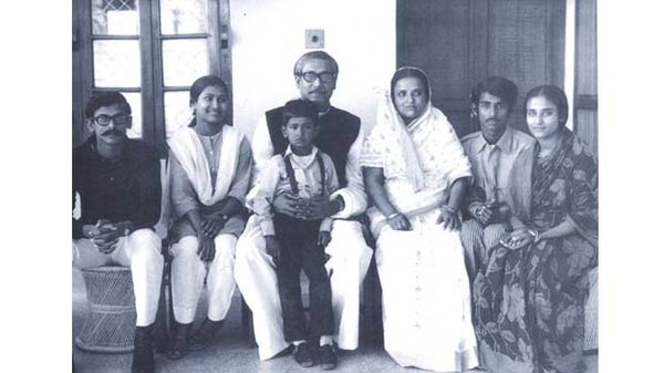 શેખ મુજીબ રહેમાન તેમના પરિવાર સાથે