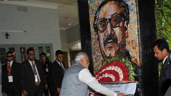PM મોદી બાંગ્લાદેશ પહોંચ્યા જ્યાં તેઓએ શેખ મુજબીર રહમાનને પુષ્પાંજલિ આપ્યા