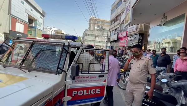 પોલીસ ઘટના સ્થળે પહોંચી હતી