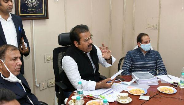 परिवहन मंत्री ने वीसी के जरिए बैठक कर अफसरों काे रोड सेफ्टी पर फोकस करने को कहा