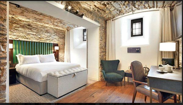 આશરે 140 વર્ષ પહેલા જ્યોર્જ તૃતીયના જમાનામાં આ જેલને 70 રૂમની હોટલમાં તબદીલ કરવામાં આવી હતી