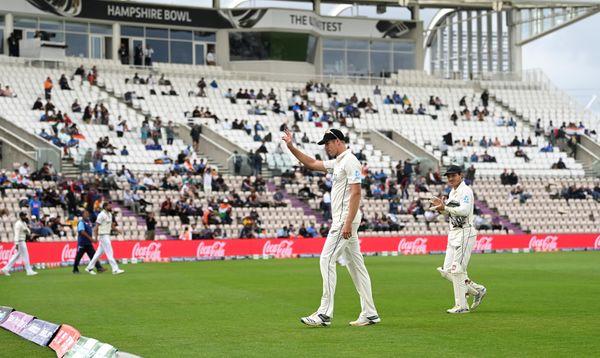 भारत की पारी समाप्त होने के बाद दर्शकों ने ताली बजाकर जेमिसन का स्वागत किया।