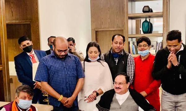 पामेला ने अपने सोशल मीडिया एकाउंट पर भाजपा अध्यक्ष जेपी नड्डा समेत दिग्गज नेताओं के साथ फोटो पोस्ट किए हुए हैं।