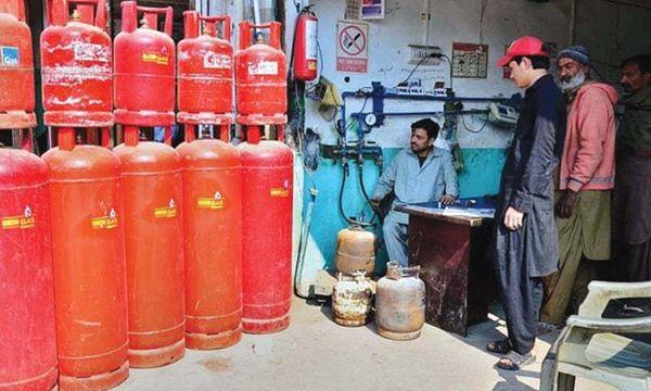 પાકિસ્તાનમાં રસોઈ ગેસની પણ ભારે અછત સર્જાવા લાગી છે (ફાઈલ ફોટો)