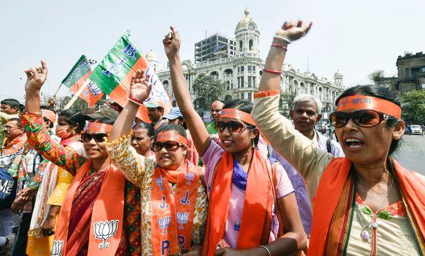 रैली में BJP की महिला कार्यकर्ता भी बड़ी संख्या में पहुंचीं। बंगाल में 49% वोटर महिलाएं हैं। BJP इन्हें अपने पाले में करने के लिए प्रदेश में महिला सुरक्षा का मुद्दा उठाती रहती है।