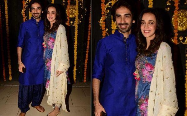 टेलीविजन की क्यूट जोड़ी मोहित सहगल और सनाया ईरानी भी पार्टी में पहुंचे। मोहित ब्लू पठानी सूट तो सनाया फ्लोरल सूट में दिखाई दीं।