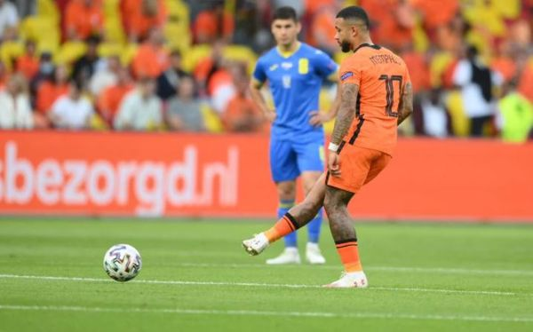 The first kick of the match was taken by Depe of the Netherlands.