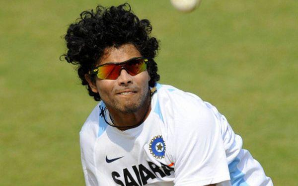 2010 में, जडेजा ने राजस्थान रॉयल्स के साथ अपने अनुबंध को नवीनीकृत नहीं किया और मुंबई इंडियंस से संपर्क करने की कोशिश की।
