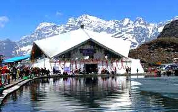 उत्तराखंड के चमौली जिले में 15 हजार 200 फीट की उंचाई पर गुरुघर है।